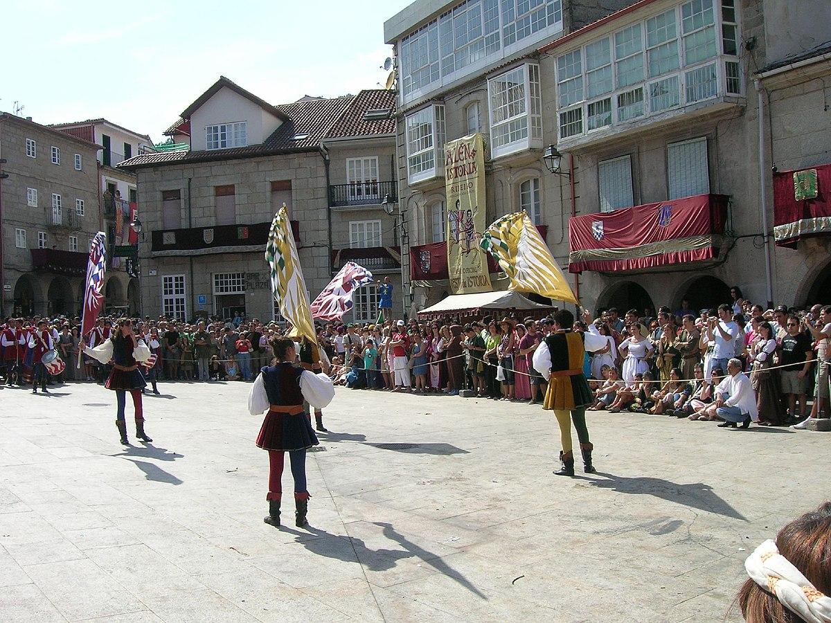 Baile en la plaza mayor de Ribadavia durante la fiesta de la Istoria