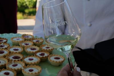 presentación de brandada de bacalao y ribeiro de Cuñas Davia en formato menú cocktail
