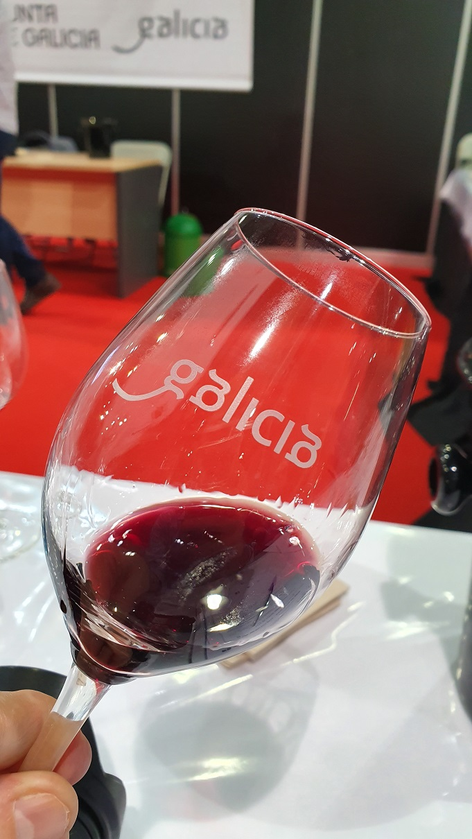 tinto institucional de la estación de viticultura y enología de galicia