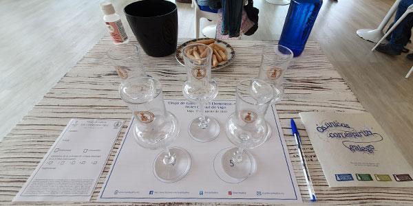 mesa preparada para la cata de orujo de Galicia en el hotel ciudad de vigo